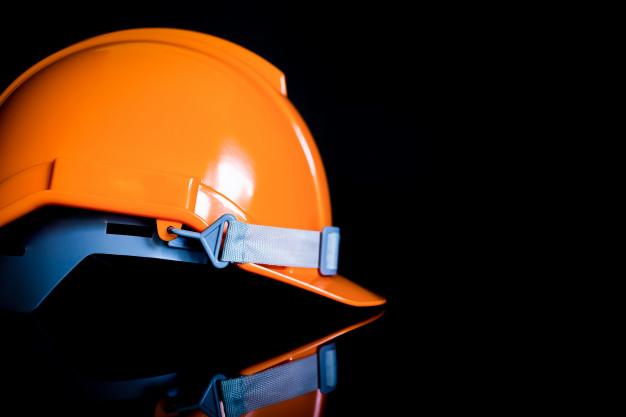 casco-di-sicurezza-gli-sfondi-neri-sono-utilizzati-dagli-ingegneri-dall-industria-e-dall-edilizia_49059-69